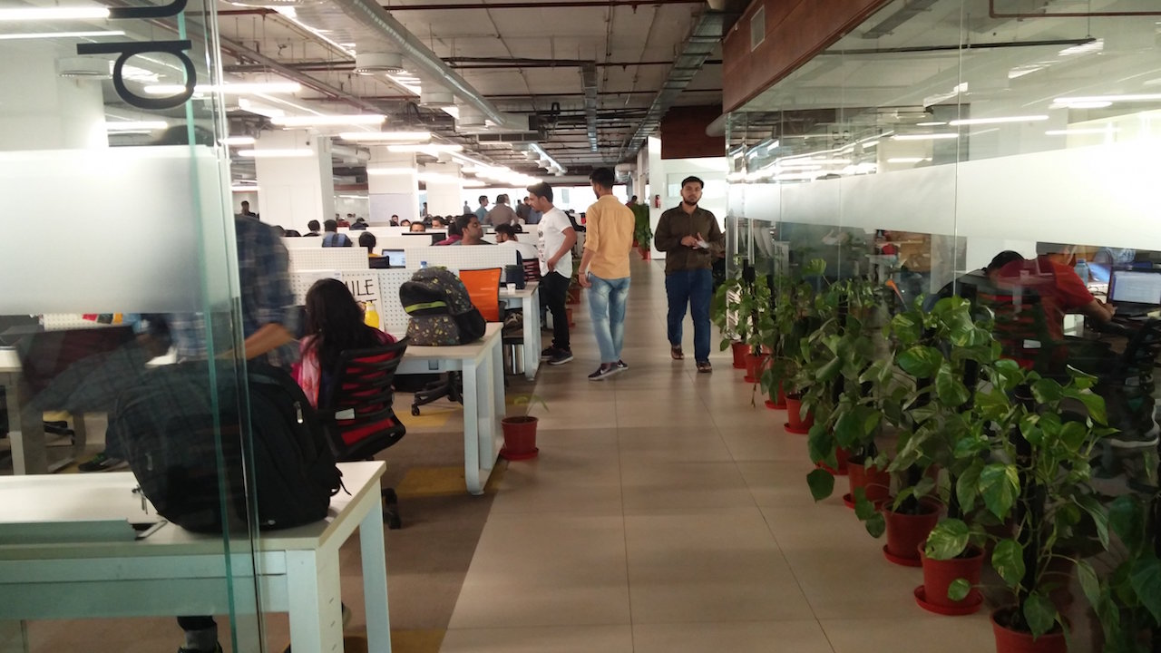 Paytm-office-job-workers