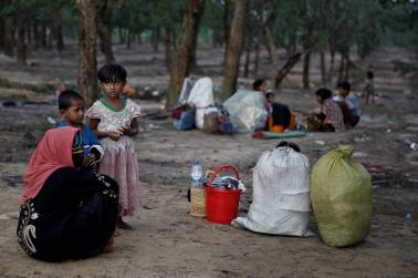 Thousands of new Rohingya refugees flee violence, hunger in Myanmar to Bangladesh