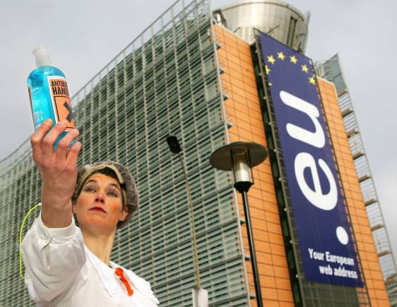 An activist of the global environmental conservation organization WWF displays a fake bottle of liquid soap during a protest outside an extraordinary European Union Competitiveness Ministers meeting in Brussels December 13, 2005. EU governments are expected to approve landmark legislation on the registration, testing and authorisation of thousands of household chemical products, known as REACH. The bill, a different version of which has been approved by the European Parliament, has been the subject of fierce lobbying by the chemicals industry and environmental groups. REUTERS/Yves Herman - RP2DSFHMBQAC