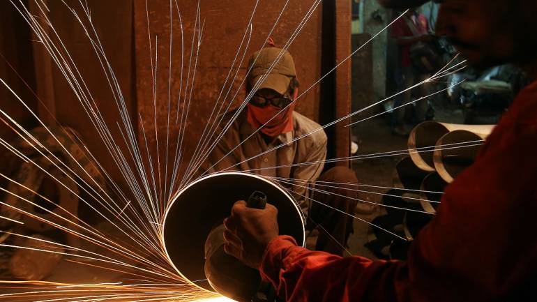 <p>India&#39;s factory output grows 7.1% in December</p>