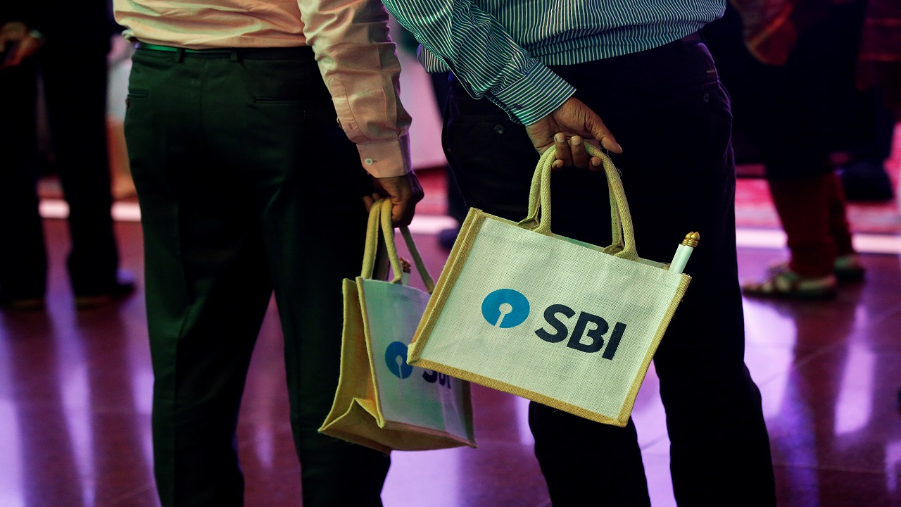SBI | Closing Price: Rs 284.40 | Closing Price on Jan 31: Rs 293.65 | %Loss: -3.15
