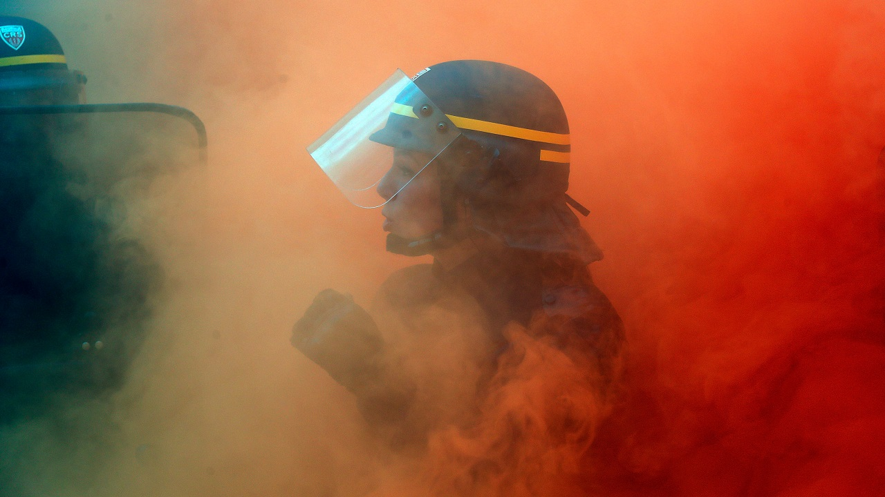 A French CRS riot policewoman faces with French steel workers from the French CGT trade union during a demonstration in Paris, France on October 13, 2017. (Reuters)