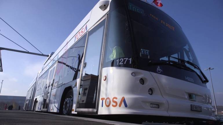 This 'fast charging' technology can power up an electric bus' battery in 5 minutes