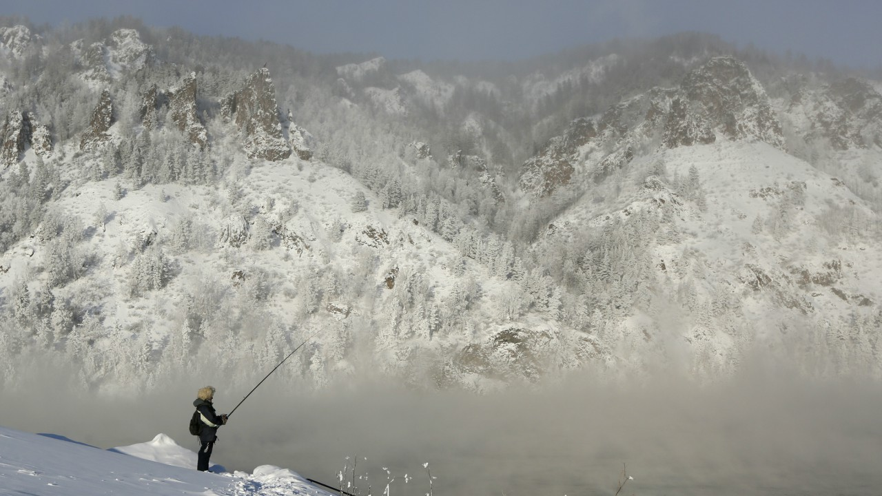 A man fishes on the bank of the Yenisei River, with the air temperature at about minus 35 degrees Celsius (minus 31 degrees Fahrenheit), in the Siberian town of Divnogorsk, Russia. (REUTERS)