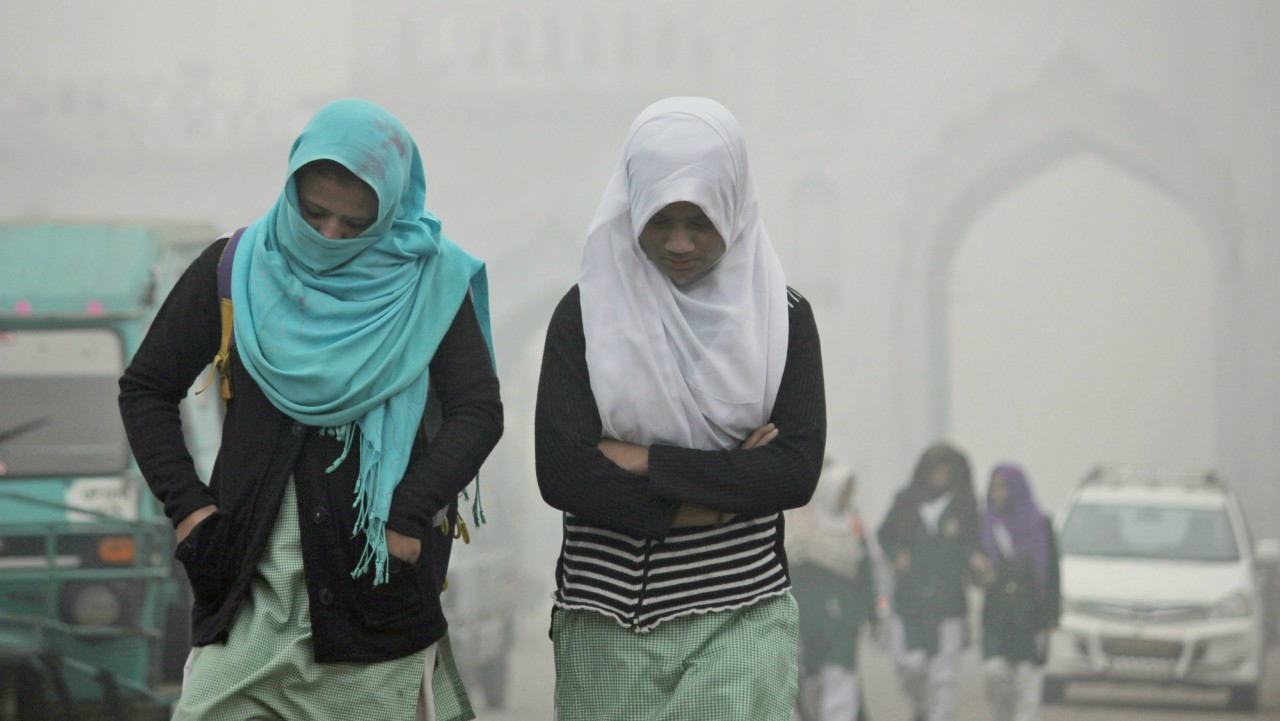 Children going to school amidst heavy fog on a cold morning in Lucknow on Tuesday. (PTI)