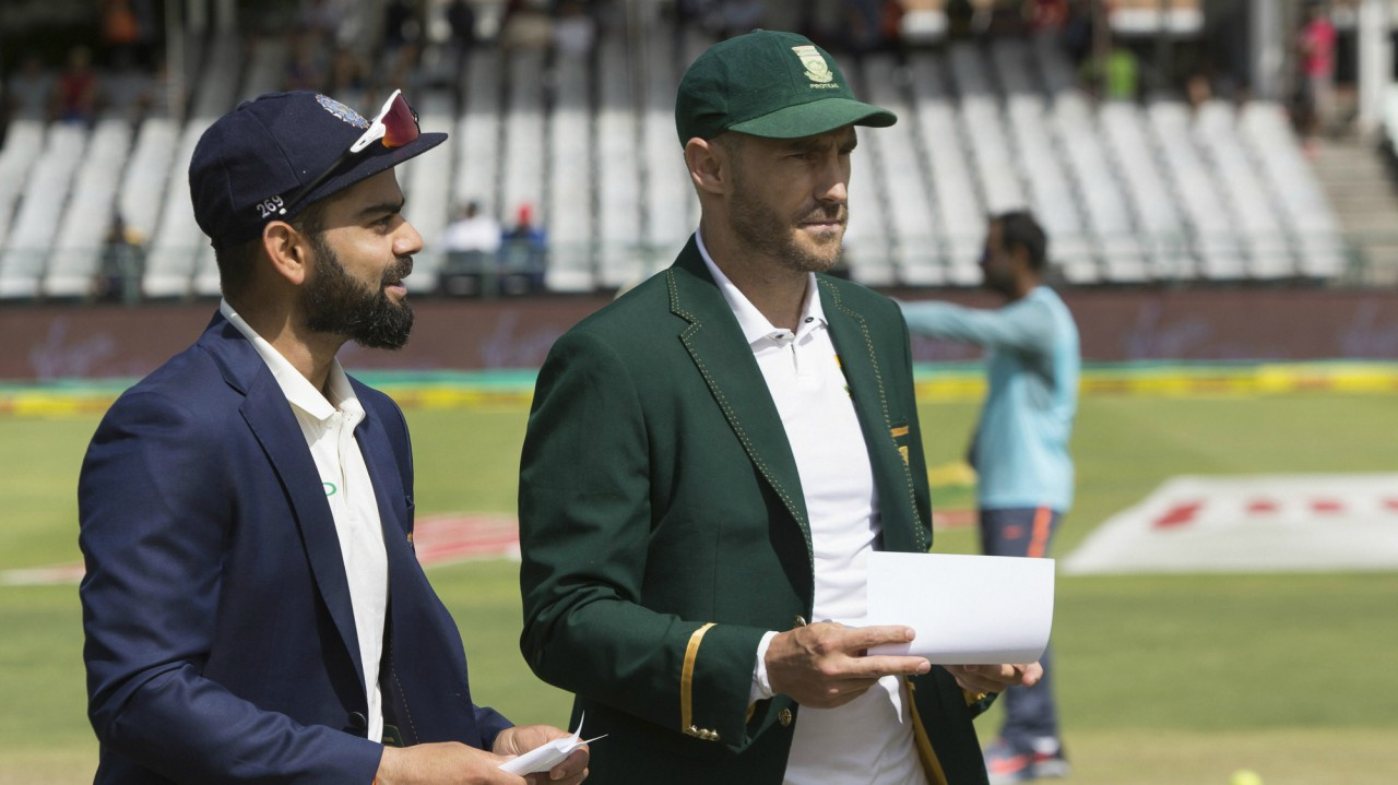 Indian Captain Virat Kohli, left, and South African Captain Faf du Plessis arrive at Newlands cricket stadium for the coin toss ahead of the first day of their first day test between South Africa and India in Cape Town, South Africa (AP)