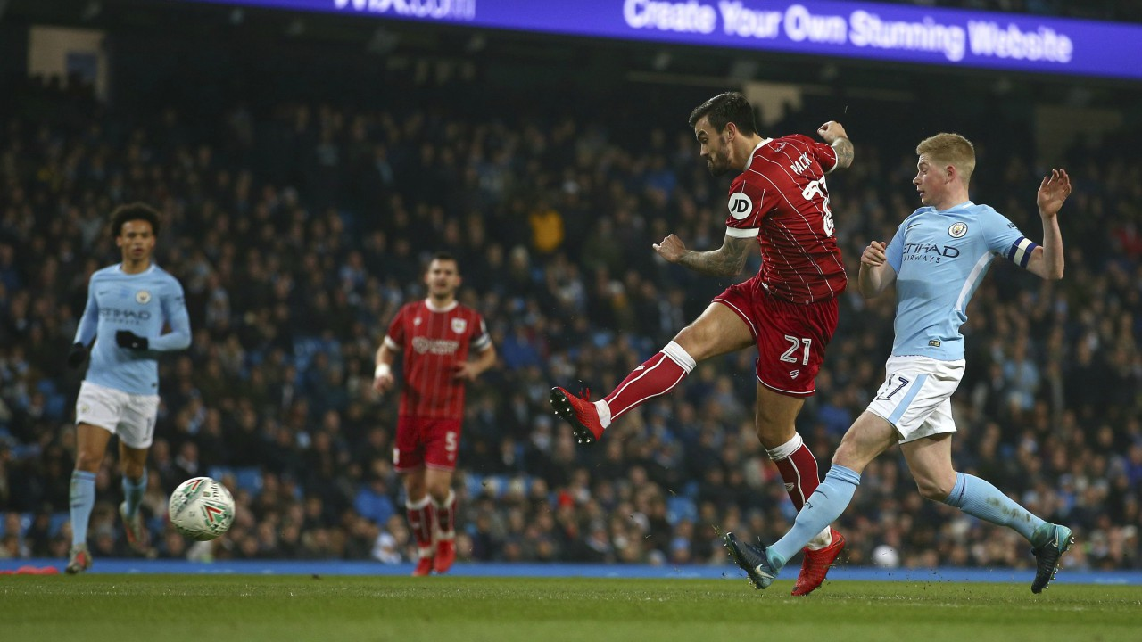 Bristol City's Marlon Pack tries a shot towards goal past Manchester City's Kevin De Bruyne during the English League Cup semifinal first leg soccer match between Manchester City and Bristol City at the Etihad stadium in Manchester, England. (AP/PTI)