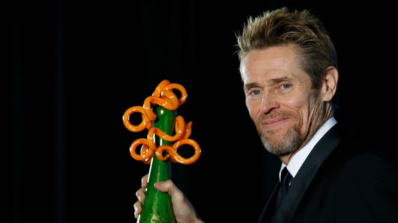 Actor Willem Dafoe poses backstage after receiving the Icon Award at the 29th Annual Palm Springs International Film Festival Awards Gala in Palm Springs, California. (REUTERS)