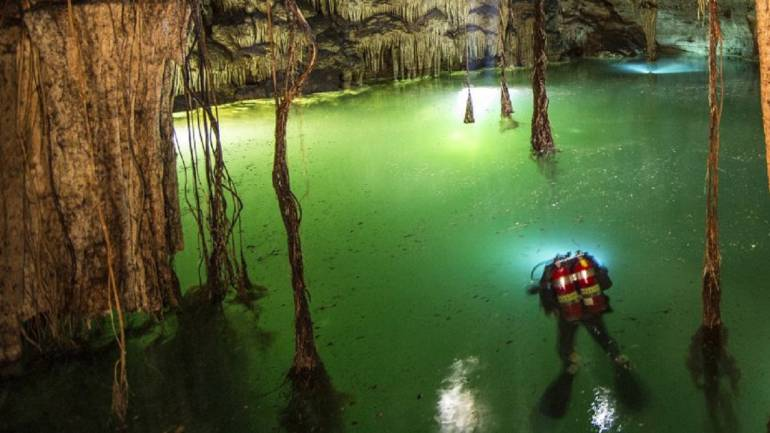 Explorers in Mexico discover world\'s largest underwater filled with ...