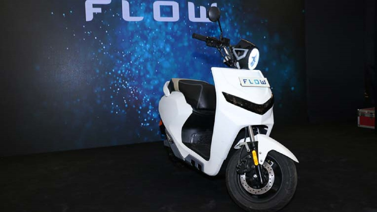 Indo-Chinese company 22Kymco launched its first electric scooter in India, the iFlow. The e-scooter is equipped with features such as LED headlamps, LED tail lamps as well as turn indicators. It also gets a digital instrument console with Bluetooth and Cloud connectivity. It also has a Geo-fencing feature which allows the rider to access the e-scooter's data and track its location via an app.