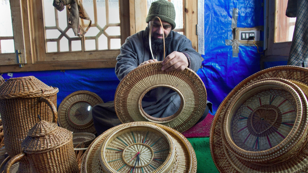 As electricity supply in the state becomes erratic, Kashmiris are resorting to kangri — a traditional earthen firepot woven in wicker to brave the cold. Kangris are replacing modern-day gadgets such as heaters. (PTI)