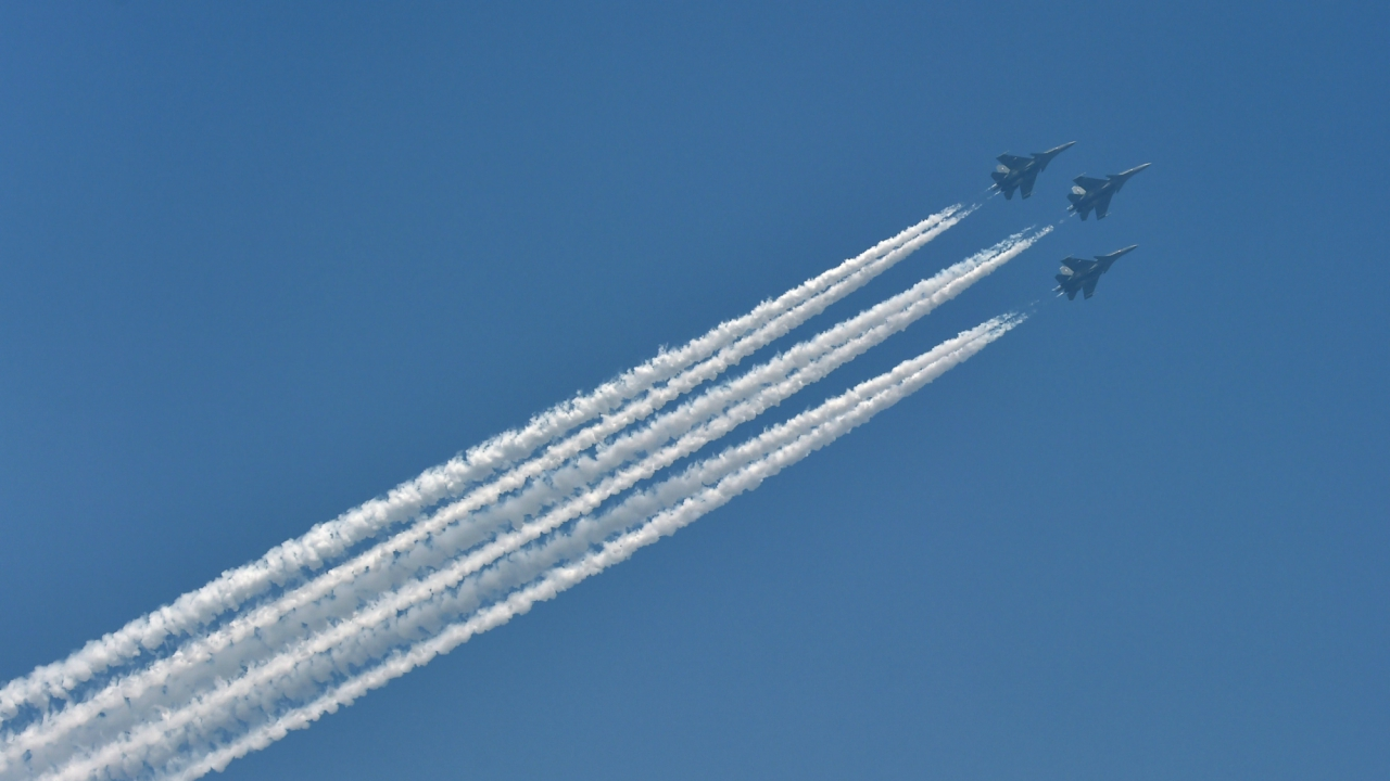 Indian Air Force's fighter planes Su-30MKI fly-past during the 69th Republic Day Parade at Rajpath in New Delhi (PTI)