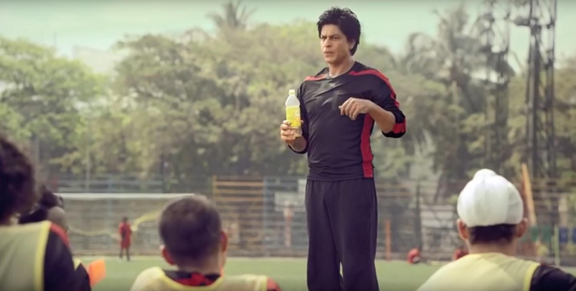 Ans 7: Mango Frooti advertisement featuring Shah Rukh Khan.