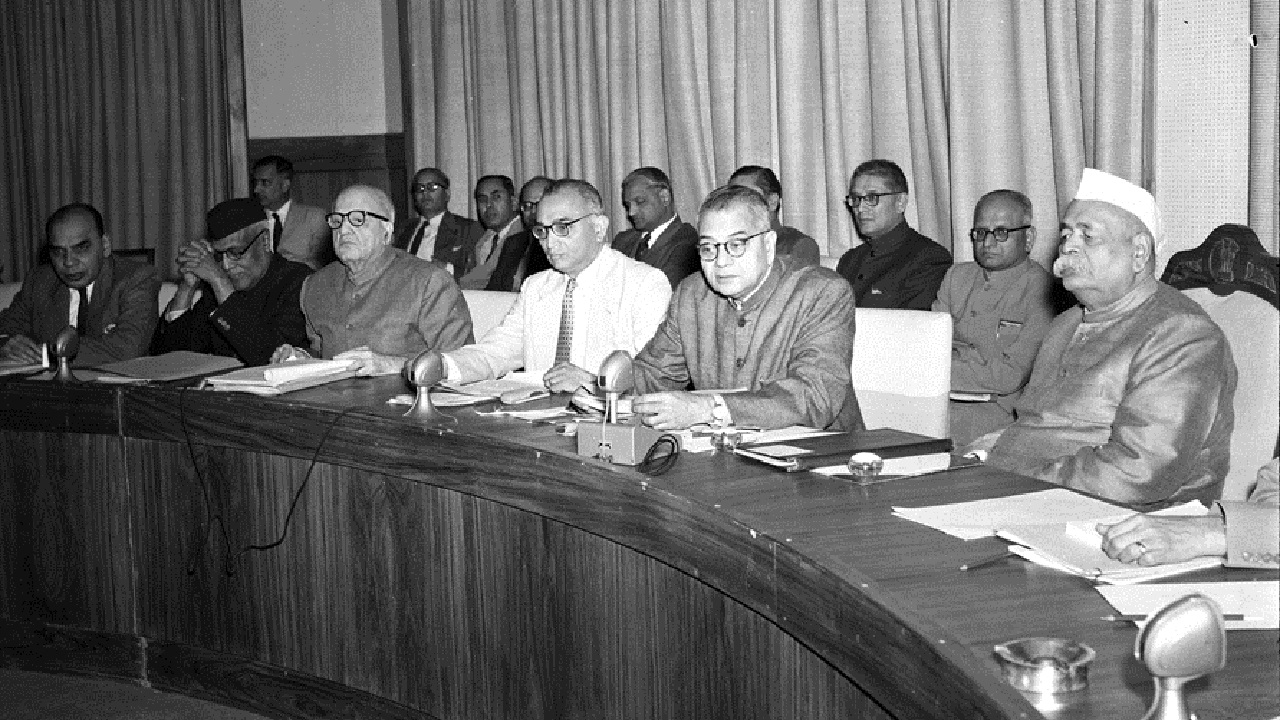 1950-51 || This budget formally announced a new body headed by the Prime Minister that was entrusted with the task of steering a defined development programme. What is the name of this body? Ans: Planning Commission (In image, Govind Ballabh Pant with TT Krishnamachari and members of Planning commission in 1957; Wikimedia Commons)