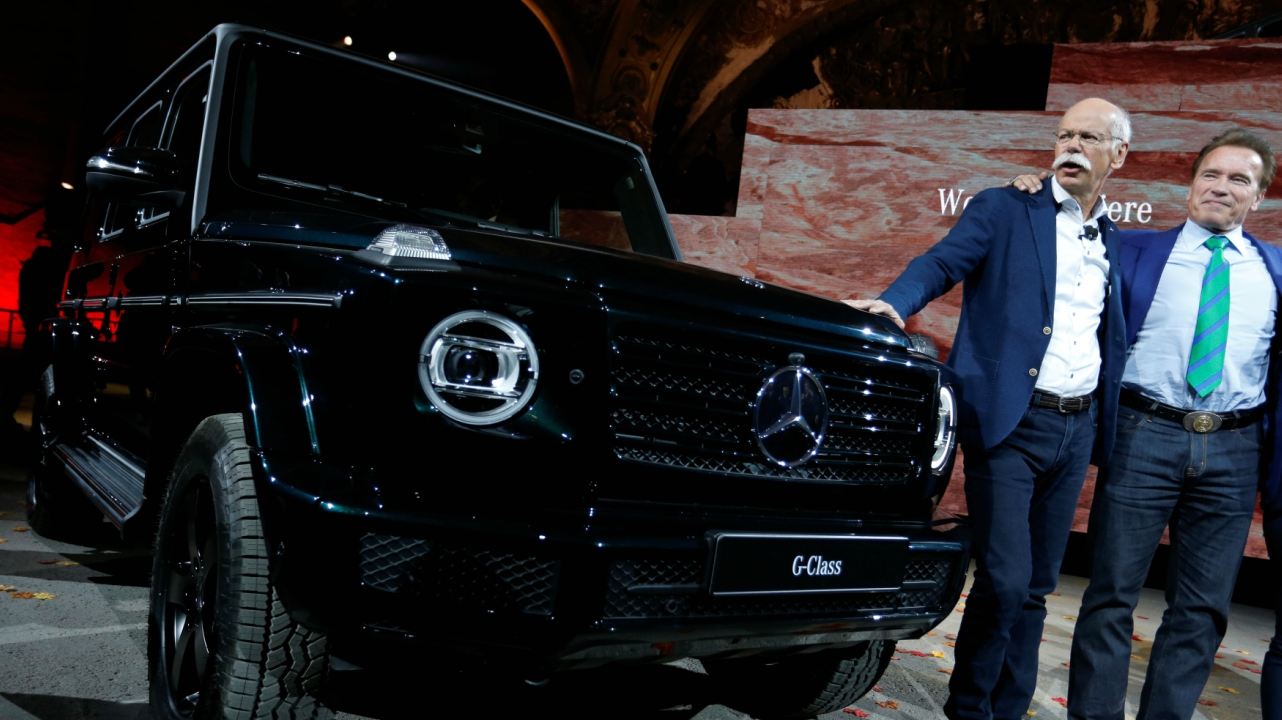 Arnold Schwarzenegger helps Daimler CEO Dieter Zetsche at a news conference to unveil new Mercedes G-Class models at the North American International Auto Show in Detroit, Michigan, US. (Reuters)