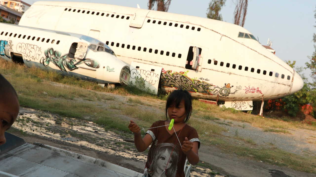 Many photographers from Bangkok have found the ghostly ruins worthy of their lens and have clicked many pictures of the hollow MD-82 jetliners, originally owned by Orient Thai Airlines.