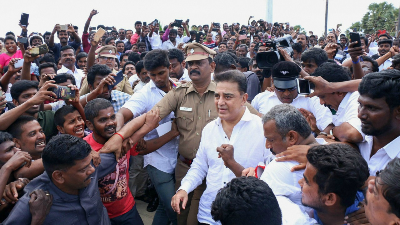 Veteran actor Kamal Hassan arrives to pay tribute to former president A PJ Abdul Kalam at his memorial at Peikarumbu in Rameswaram. The actor is all set to launch his political party in Madurai. (PTI)