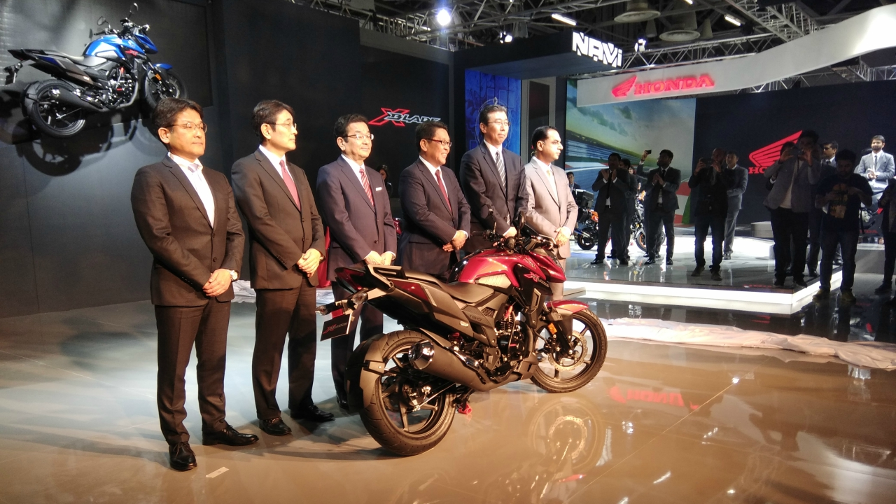 Honda Motorcycle and Scooter India unveiled the X-Blade in the Auto Expo. The bike will have a full LED headlamp, LED tail lamp, an aggressive tank design, alloy wheels, a dual outlet muffler and a digital meter.