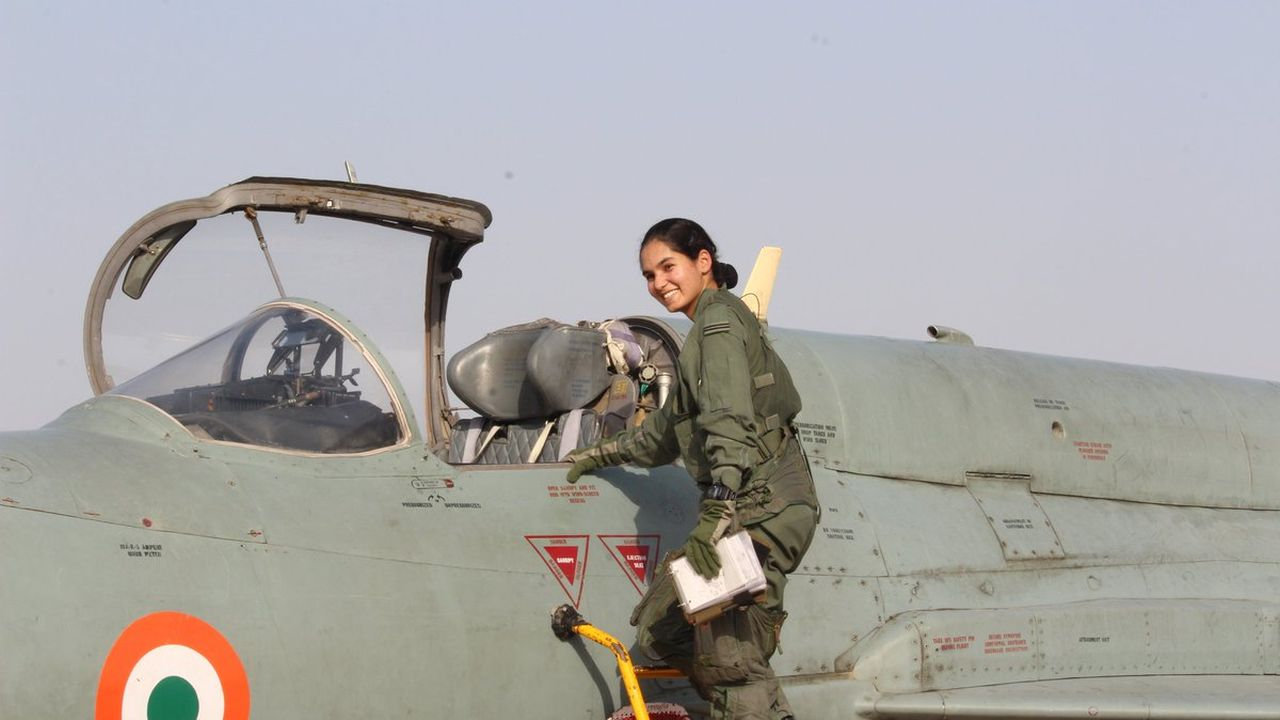 First female fighter pilot | The Indian Air Force inducted its first woman fighter pilot this year. The 24-year-old Avani Chaturvedi became the first woman in India to fly a fighter jet alone. (Image: Twitter/Indian Air Force)