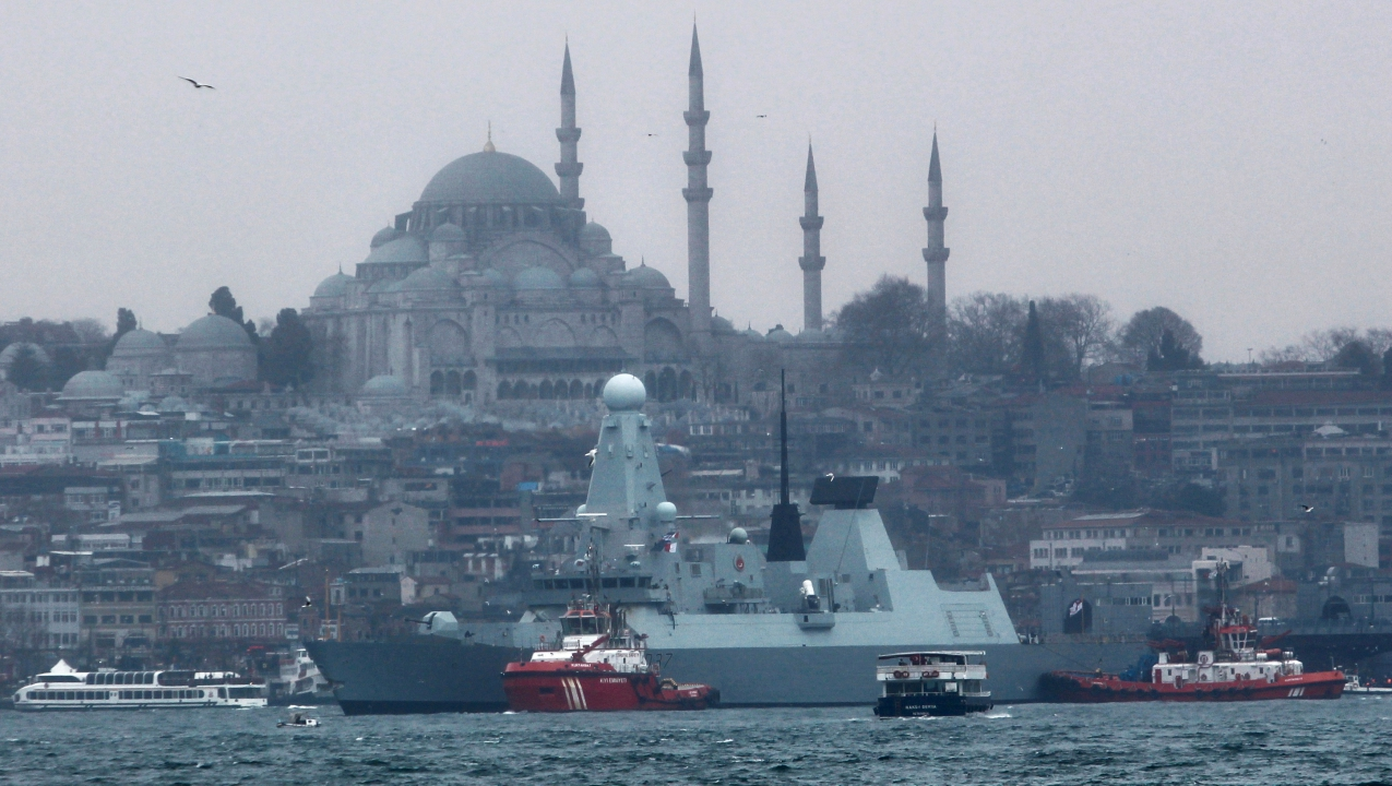 British Royal Navy destroyer HMS Duncan (D37) arrives for a port visit in Istanbul, Turkey. (Reuters)