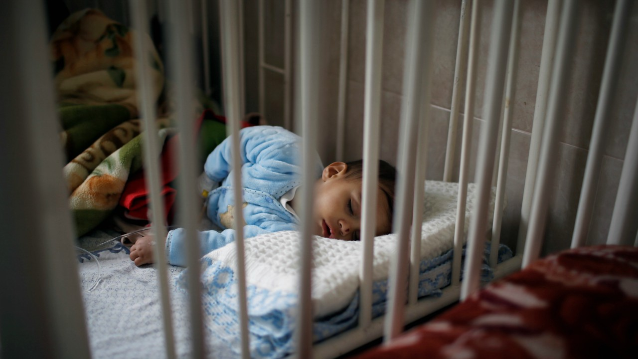 A Palestinian child sleeps as he lies inside a room at the Durra hospital in Gaza City, February 6, 2018. (Reuters)