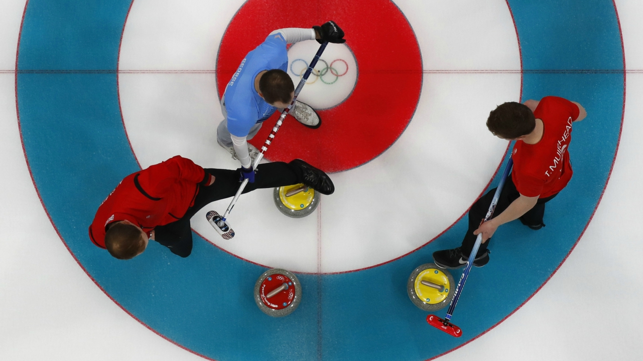 Curling - Pyeongchang 2018 Winter Olympics - Men's Round Robin - Britain v U.S. - Gangneung Curling Center - Gangneung, South Korea - February 21, 2018 - Tyler George of the U.S. and Britain's Kyle Smith and Thomas Muirhead in action. (Reuters)