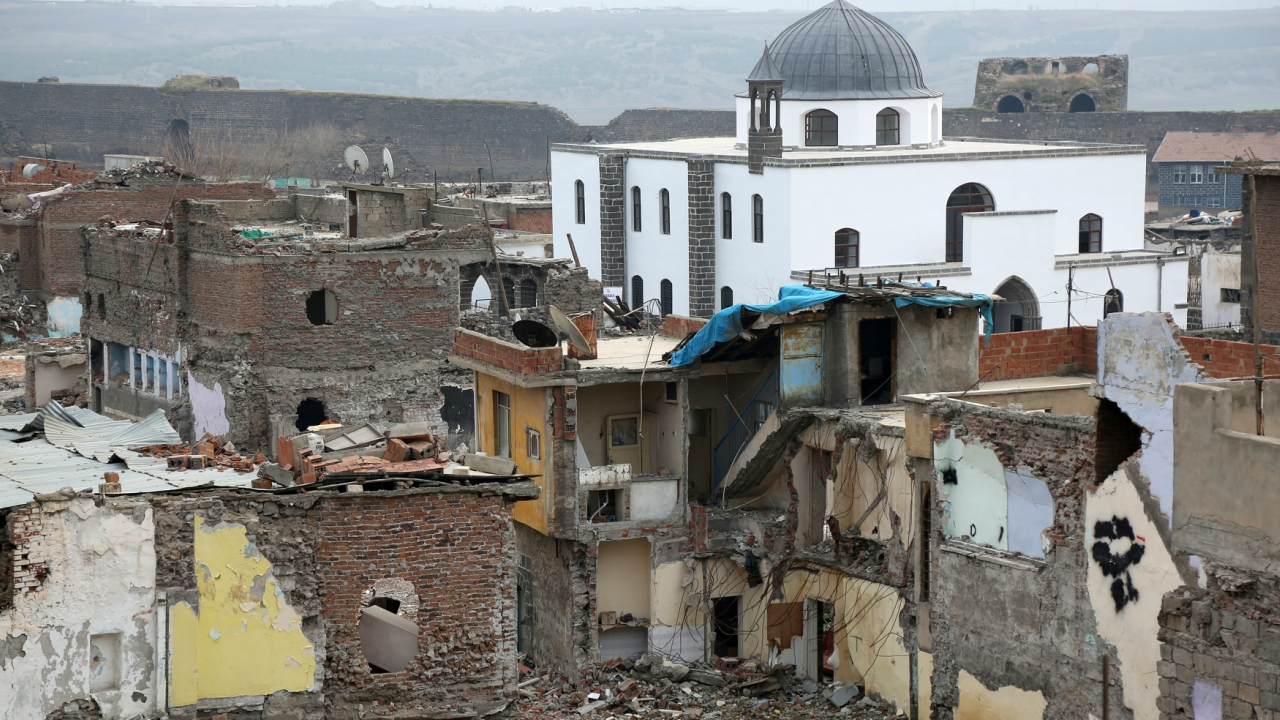 Buildings which were damaged during the security operations and clashes between Turkish security forces and Kurdish militants, are pictured in Sur neighbourhood in the southeastern city of Diyarbakir, Turkey, February 9, 2018. (Reuters)