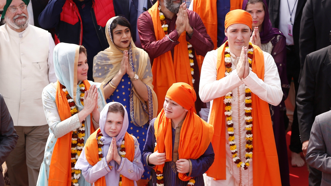 Canadian Prime Minister Justin Trudeau with his wife Sophie Gregoire, daughter Ella Grace and son Xavier, greet the people during their visit to the holy Sikh shrine of Golden temple in Amritsar, India. (Reuters)