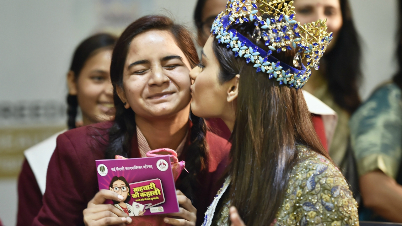 Miss World 2017 Manushi Chhillar kisses a school girl during the an event on menstrual hygiene management curriculum' in New Delhi on Tuesday. (PTI)