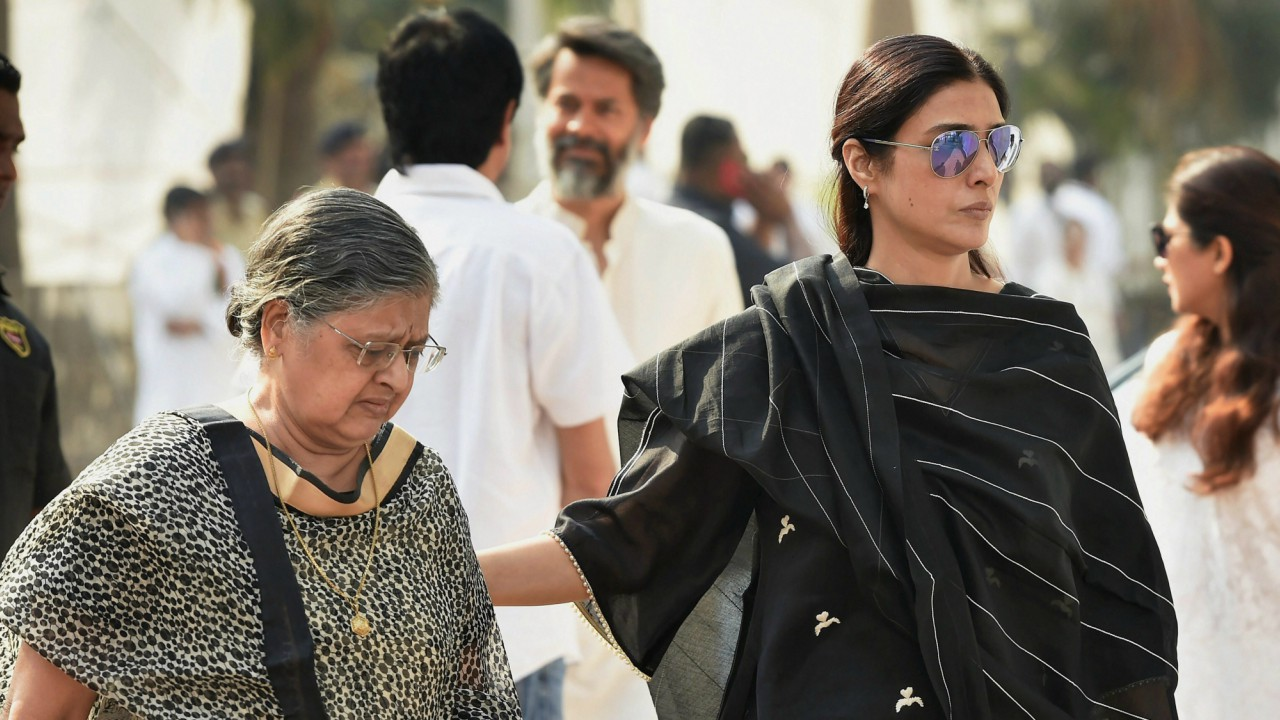 Veteran actress Sulbha Arya and Bollywood actress Tabbu arrive to attend the condolence gathering following the demise of actress Sridevi in Mumbai . (PTI)