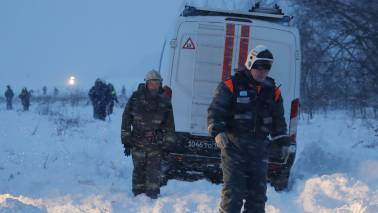Russia hunts for body fragments, clues after fatal plane crash