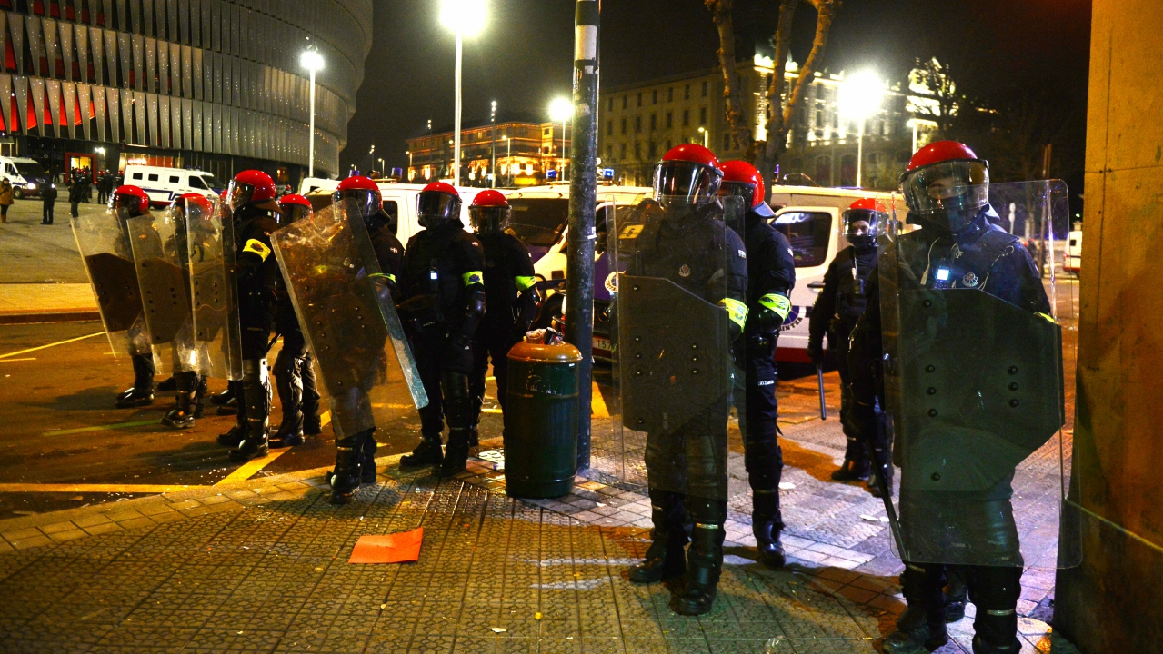 Basque riot police, the Ertzaintza, stand guard outside San Mames stadium following clashes between Athletic Bilbao and Spartak fans, during which a policeman died of a heart attack, in Bilbao, Spain. (RUETERS)