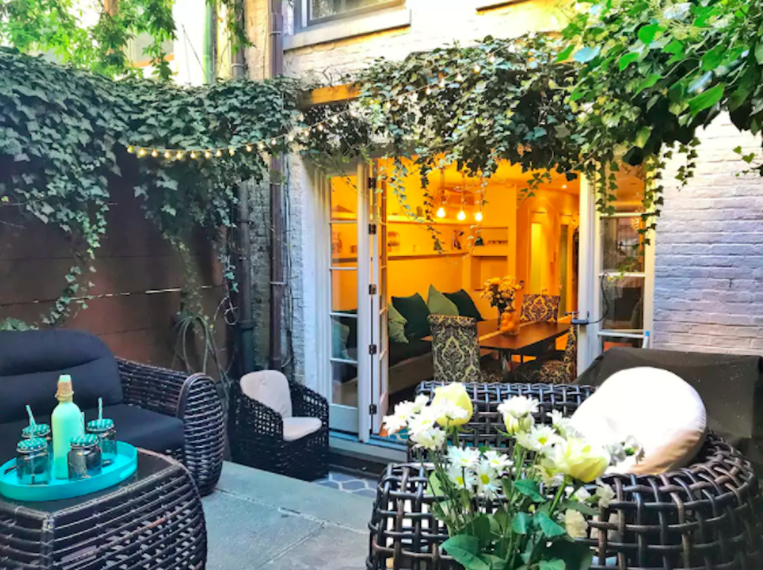 This gorgeous private home is in the heart of West Village. This five-bedroom Airbnb property offers not only a gym and a pool table, but also your very own private garden patio. It comes for Rs 1,09,086 per night.