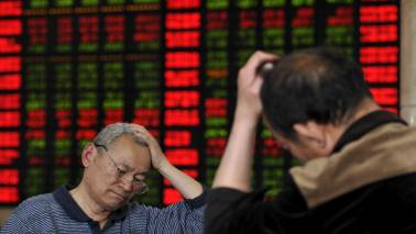 Global sell-off: Here's how experts react