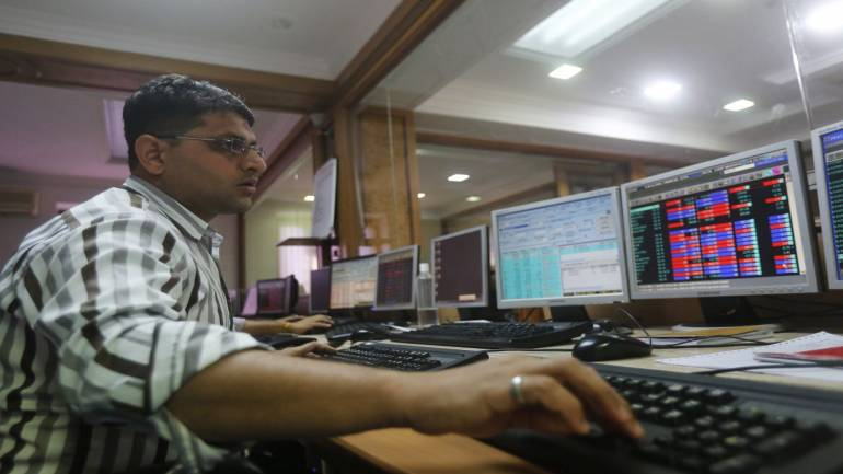 Sensex spurts 470 points on banks support