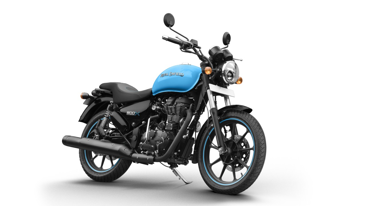 *The blacked-out theme is uniformly carried over to components like the silencer, front forks, side covers, headlamp cover, indicators and grab-rail.