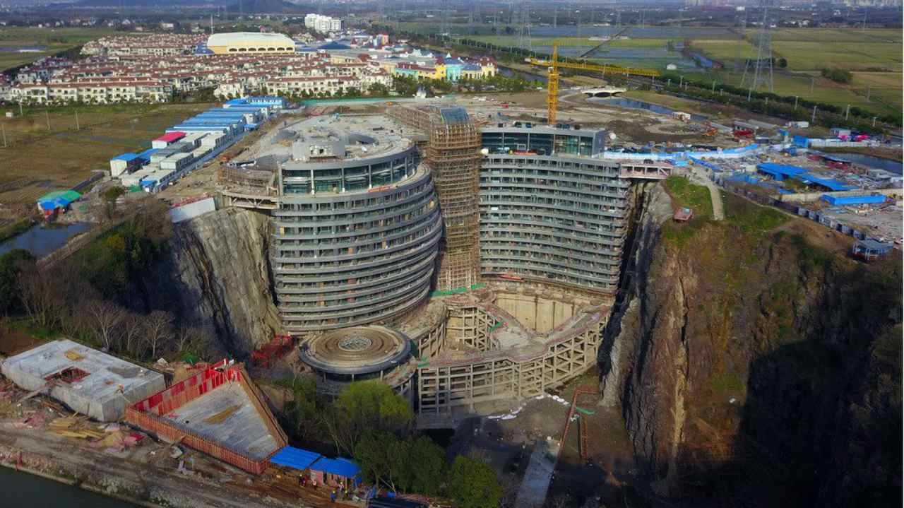 Shimao Wonderland Intercontinental or the 'Deep Pit Hotel' is being built in a deep pit beside Tianma Mountain in Songjiang district of Shanghai. Constructed by British InterContinental Hotels Group with an investment of CNY 555 million, the hotel will have 19 floors—17 below ground level and two above it.