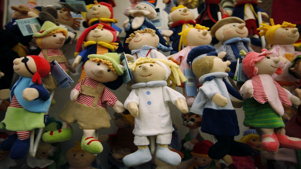 The founder dreamed of opening the best toy shop in the world. In 1760, he did, cramming 'Noah's Ark' with every kind of toy, from rag dolls to tin soldiers. The retailer is World's oldest and largest toy shop. Identify the brand? (Picture: Reuters)