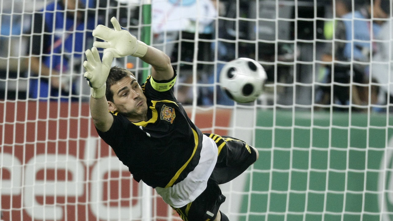 Iker Casillas | The Spanish goalkeeper has insured his hands for 15 million euros. (Photo: Reuters)