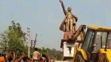 Face of Jawaharlal Nehru's statue found blackened