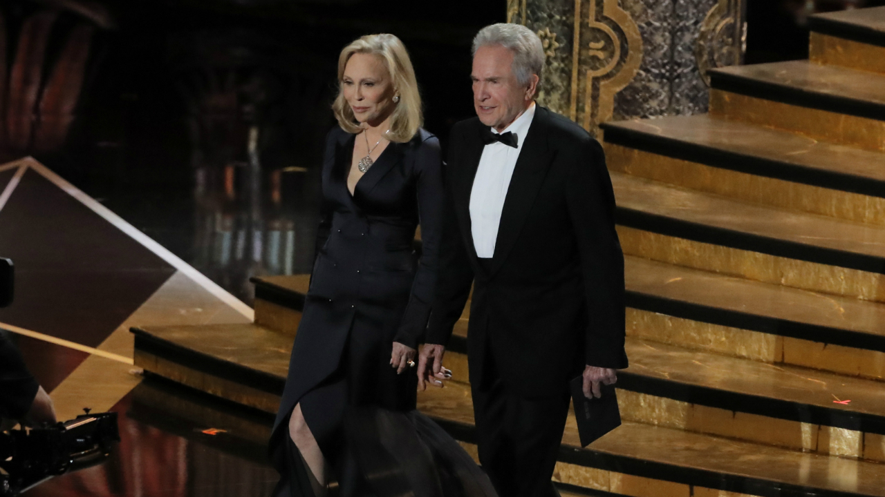 Warren Beatty and Faye Dunaway get a second chance to present the Oscar for Best Picture. The duo had last year announced the wrong winner for Best Picture. (Reuters)
