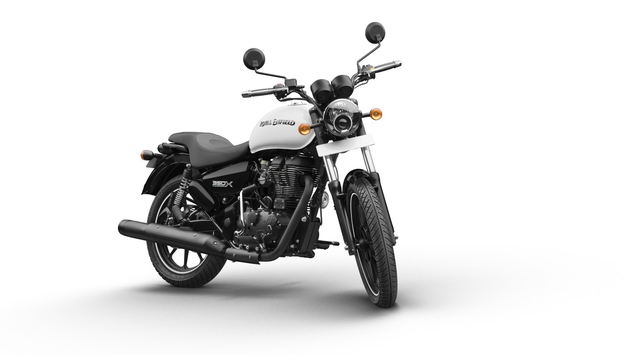 *Thunderbird 350X on the other hand, comes with a single cylinder, air cooled, twinspark, 346cc engine which produces a maximum power of 19.8 bhp @ 5250 rpm and generates a maximum Torque of 28 Nm @ 4000 rpm.