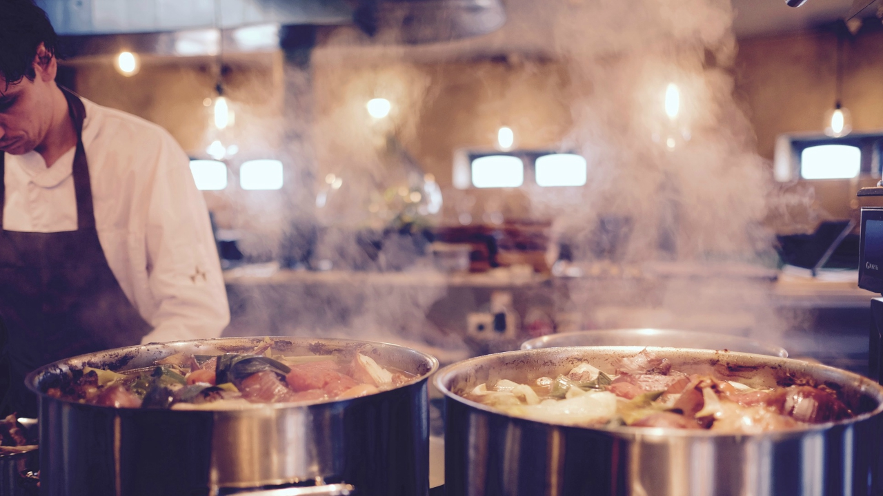 Tthe Kerala restaurant is equipped with a modern steam kitchen that can prepare food for up to 2,000 people. The two-floor eatery also has a waste management plant and a water treatment plant. (Image Courtesy: Pixabay)