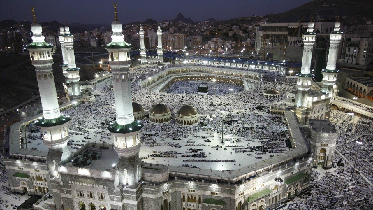 The Great Mosque of Mecca | Estimated cost: Rs 6,50,350 crore | Also called the Great Mosque of Mekkah, it is the largest mosque in the World, and surrounds Islam's holiest site, the Kaaba, in the city of Mecca, Hejaz, Saudi Arabia. It covers 4,00,800 square metres. (Reuters)
