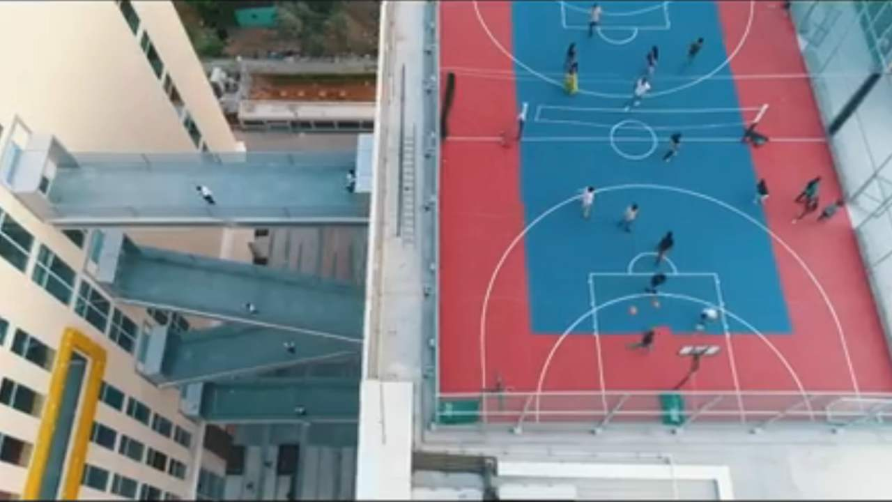 A basketball court on the roof, rock climbing layouts on walls, origami, puzzle games and VR games which include golf are also available for its employees.