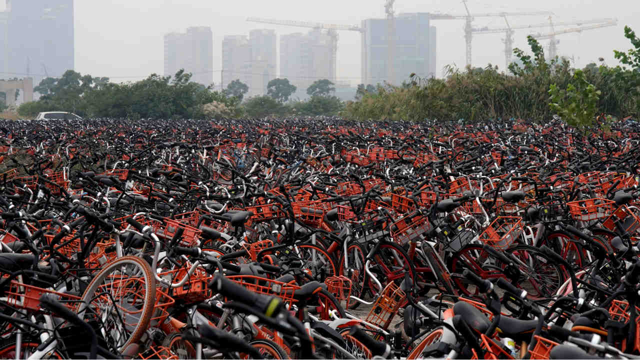 In fact, Chinese police have an extra job at hand now — picking up unattended bicycles as riders park or abandon bicycles at random spots on the streets The rise in bike sharing has added to the woes of local governments and law enforcement agencies. (Photo: Reuters)