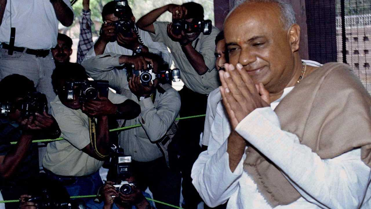 Deve Gowda (1994-96: 1 year, 172 days): When Deve Gowda finally achieved his ambition of becoming chief minister in 1994, he would never have dreamt that something bigger awaited him. Just 17 months later, a campaign spearheaded by Ramakrishna Hegde won 16 Lok Sabha seats for Janata Dal, but destiny beckoned Deve Gowda to become prime minister, though he remained in office only for 11 months. (Picture: Reuters)
