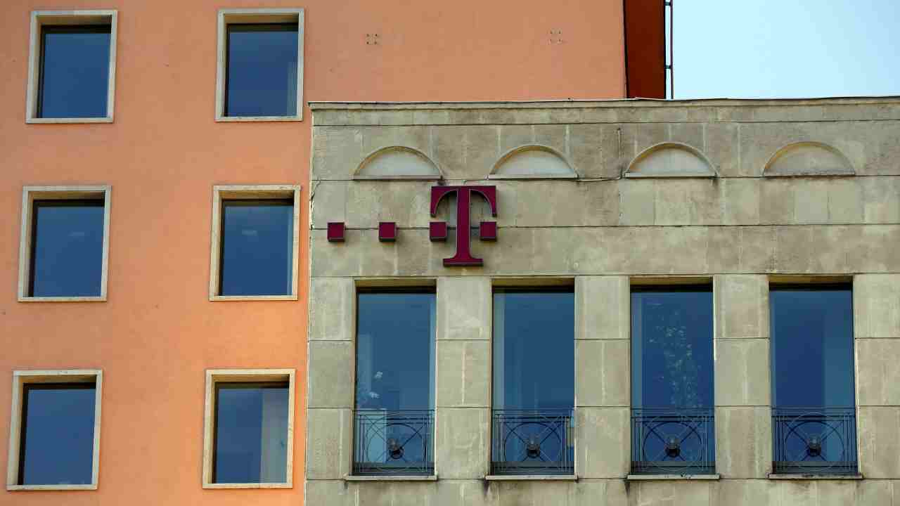 Hungary | 39.18 Mbps | The country with seventh largest 4G availability has the fifth fastest smartphone internet network in the world. Telekom, Telenor and Vodafone are the three largest players in the telecommunication market in Hungary. (Reuters)