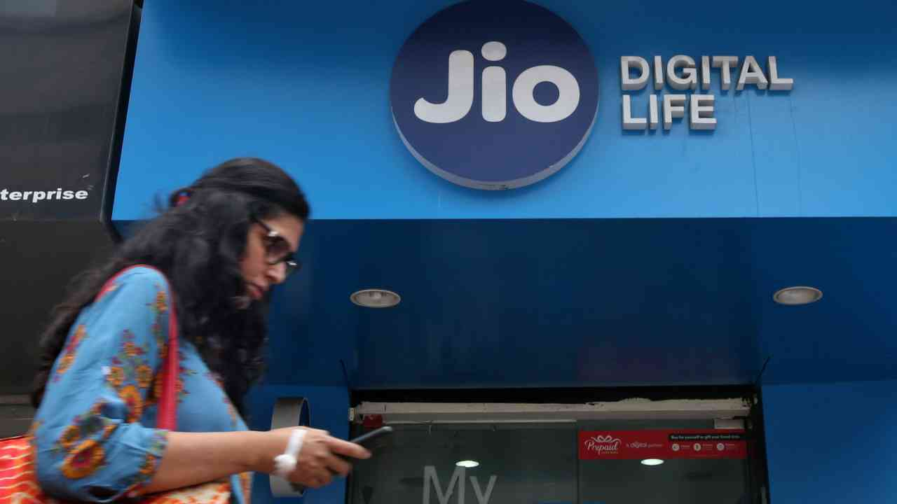 Jio has amassed over 340 million subscribers in less than three years with an investment of Rs 3.5 lakh crore. (Image: Reuters)