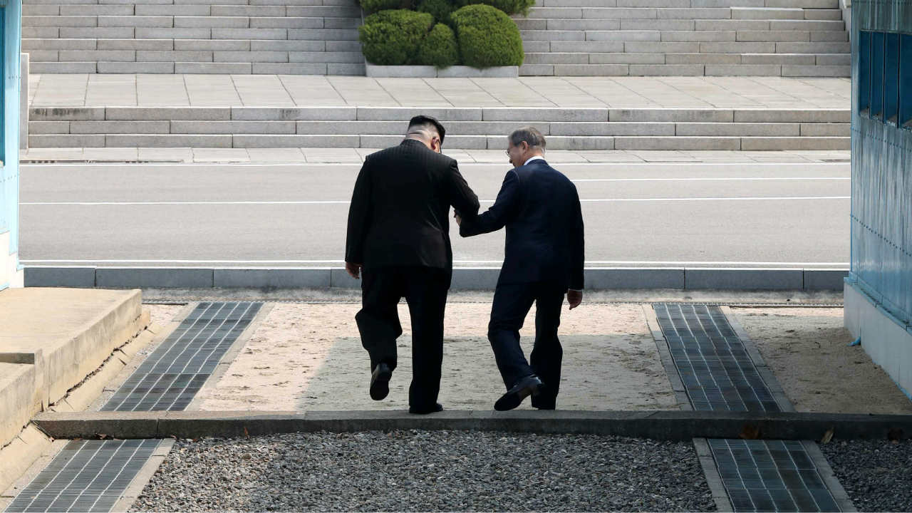 South Korean President Moon Jae-in and North Korean leader Kim Jong-un meet in the truce village of Panmunjom inside the demilitarized zone separating the two Koreas. (Image: Reuters)